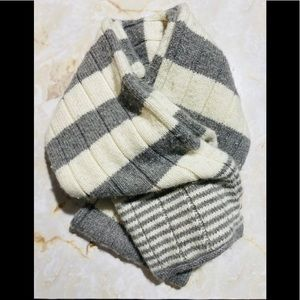 Hollister Knit Gray and Cream Color Scarf